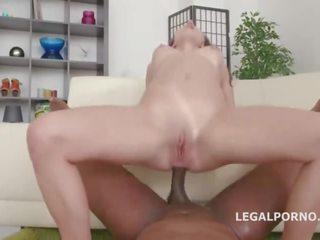 Ebony lesbo kultainen suihku